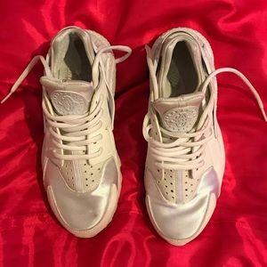 a8a492636a6d3 Nike Shoes - All white Nike Huaraches